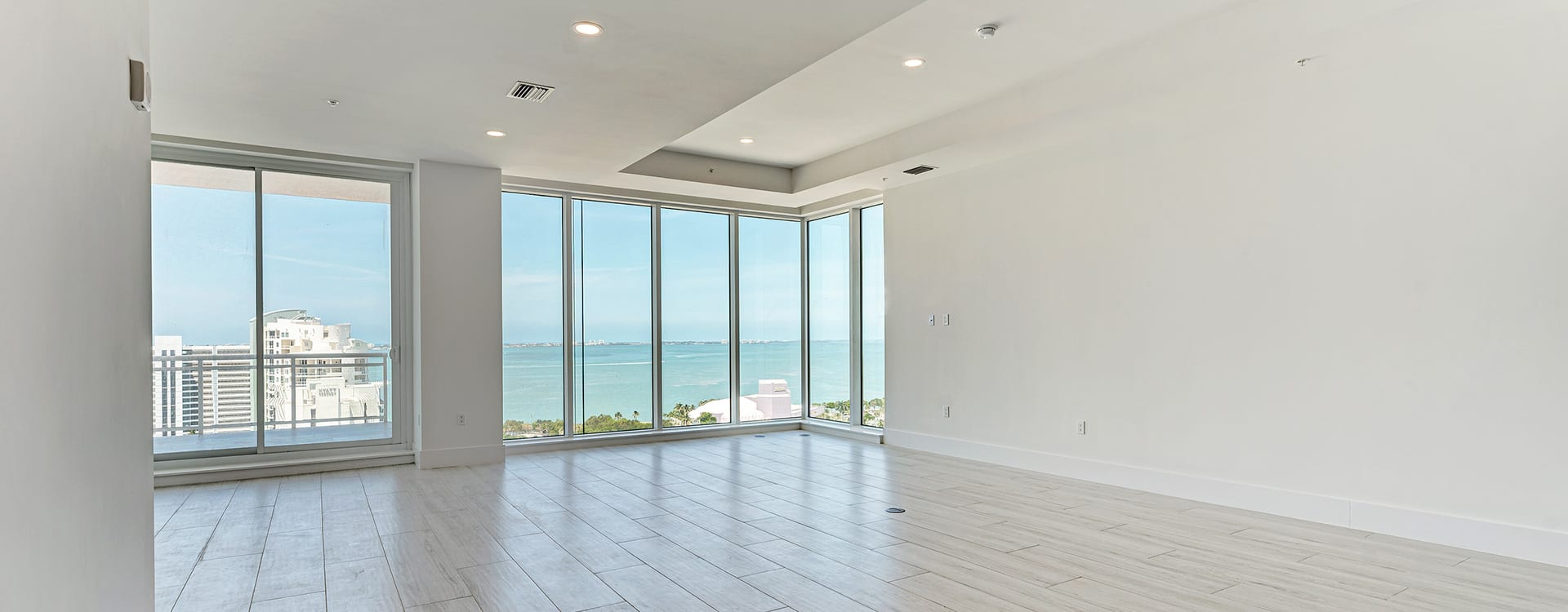 large room at BLVD Sarasota Residence 1603